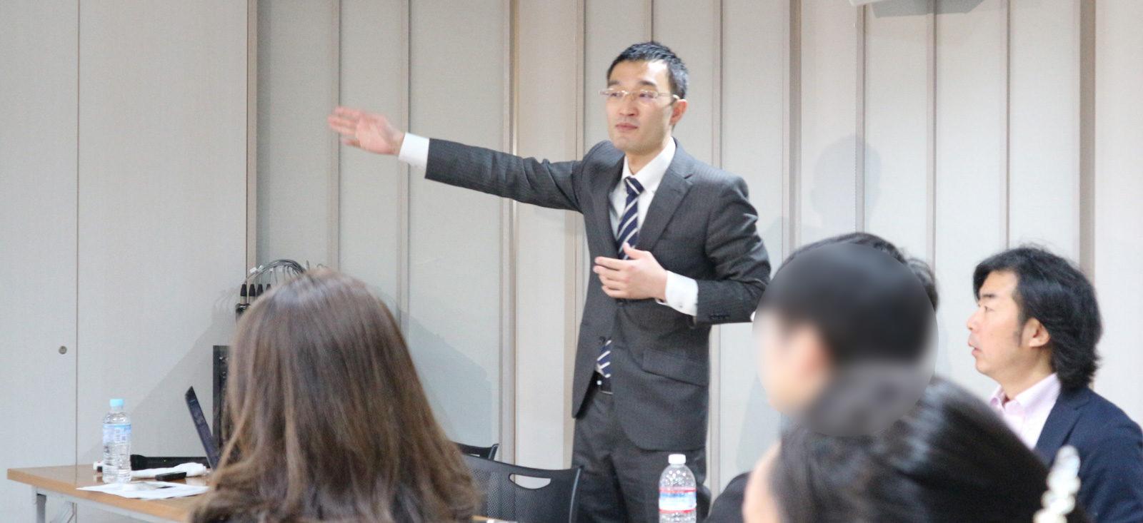 大内先生のセミナーで話をする永井の写真1